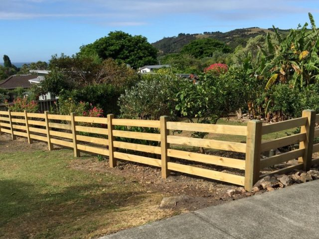 Rail interlock post fence with gates