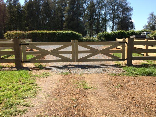 Waikato Farm Btd Interlock Postrail Entrance Beams Timber Nz