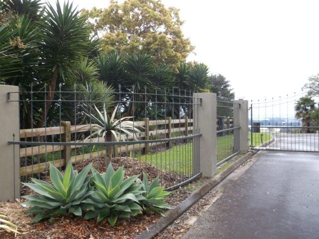 Subdivision Fences Entrance Gates Beams Amp Timber Nz